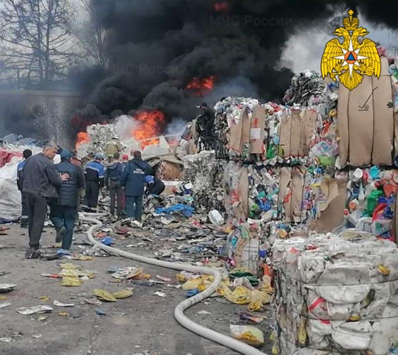 В Перемышле загорелся завод по переработке пластика
