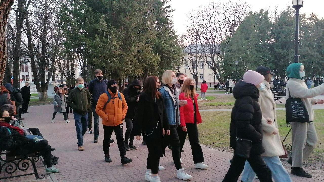 На несанкционированном митинге в Калуге задержали 5 человек