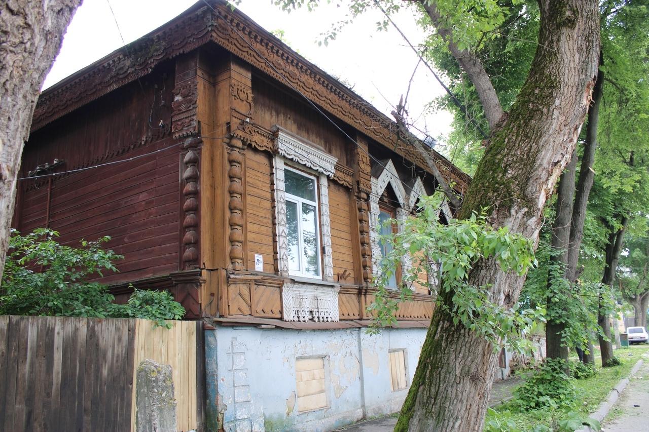 Денисов предложил калужанам скинуться на восстановление дома Ципулина