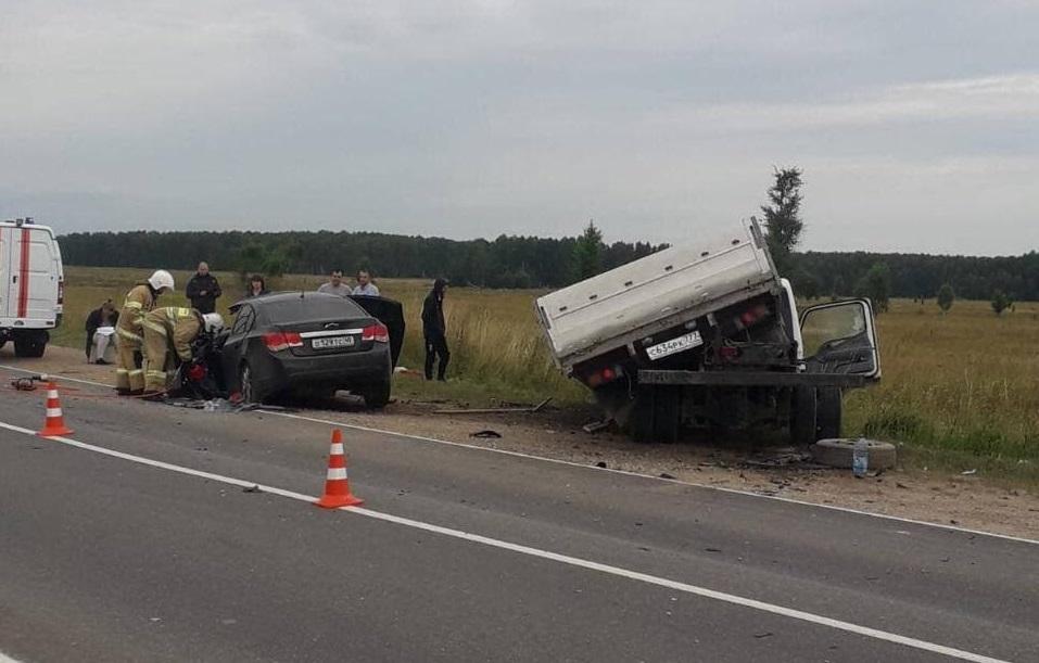 Водитель Шевроле погиб, вылетев на встречку под грузовик