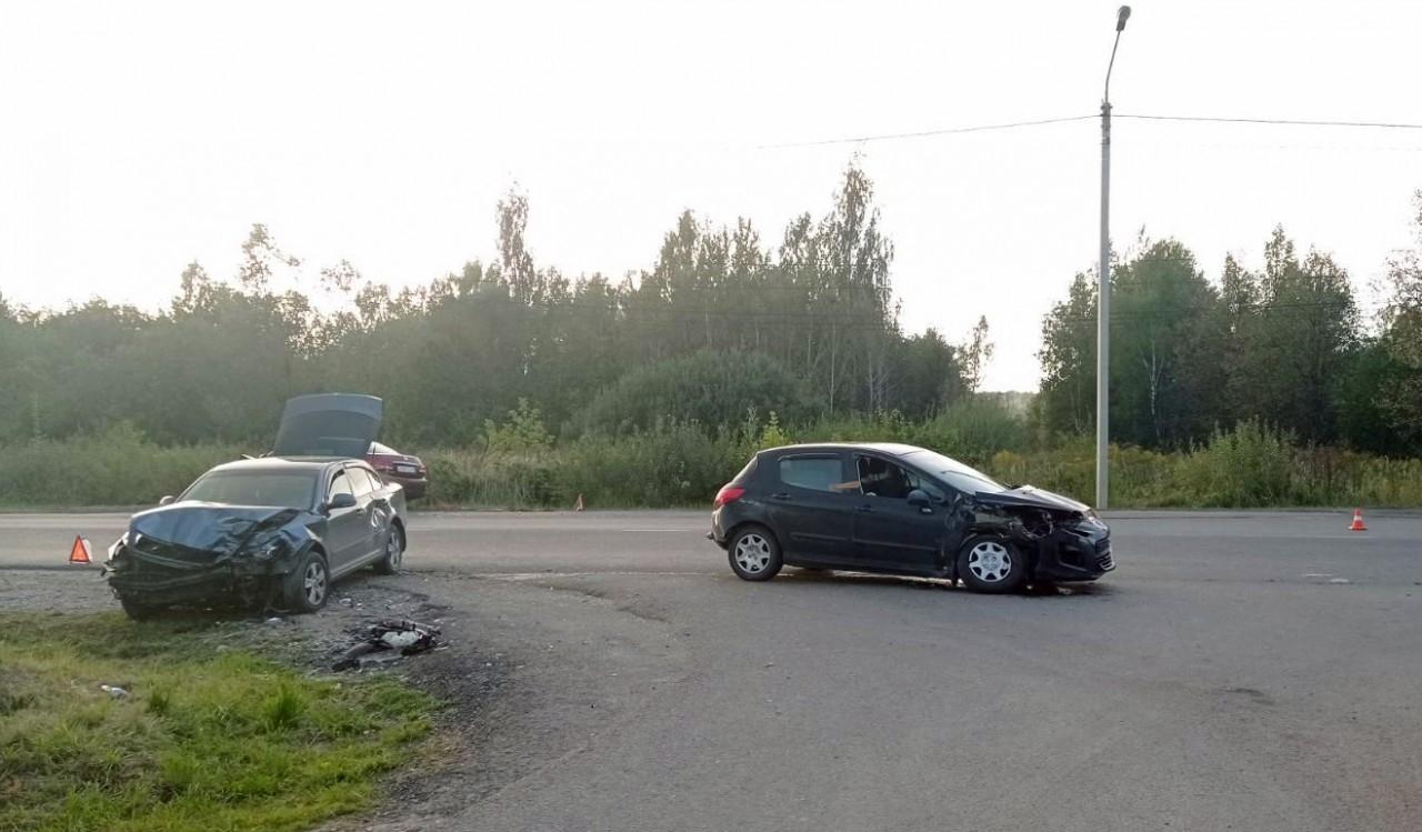В массовом ДТП на Грабцевском шоссе пострадали 3 человека
